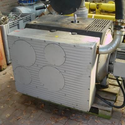 Vacuum pump with tank