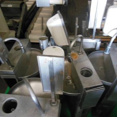 Wash basins w. sterilizer