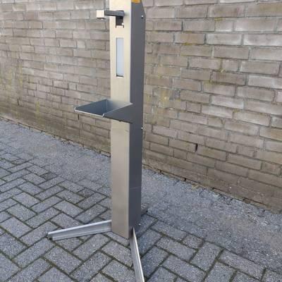 Hand sanitizer dispenser pole - Desinfection