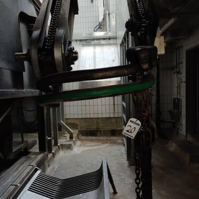 Bleeding lift conveyor