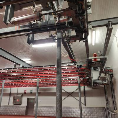 Automatic chill room conveyor and rail system