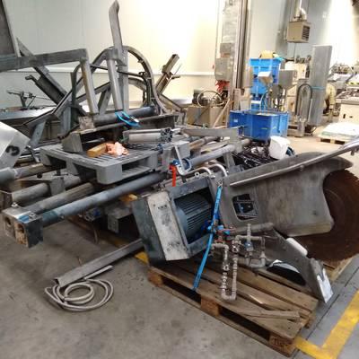 Automatic splitting saw