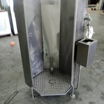 Apron wash units