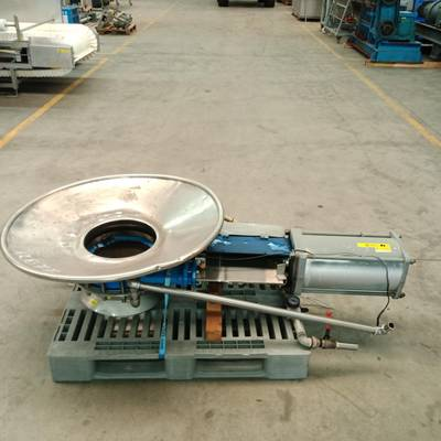 Knife gate valve with funnel