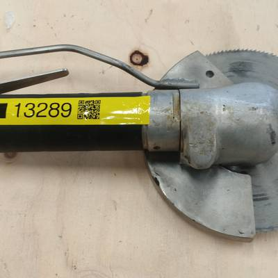 Air powered circular saw