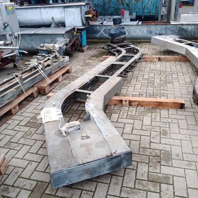 Conveyer empty hooks