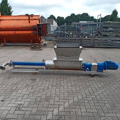 Displacement pump
